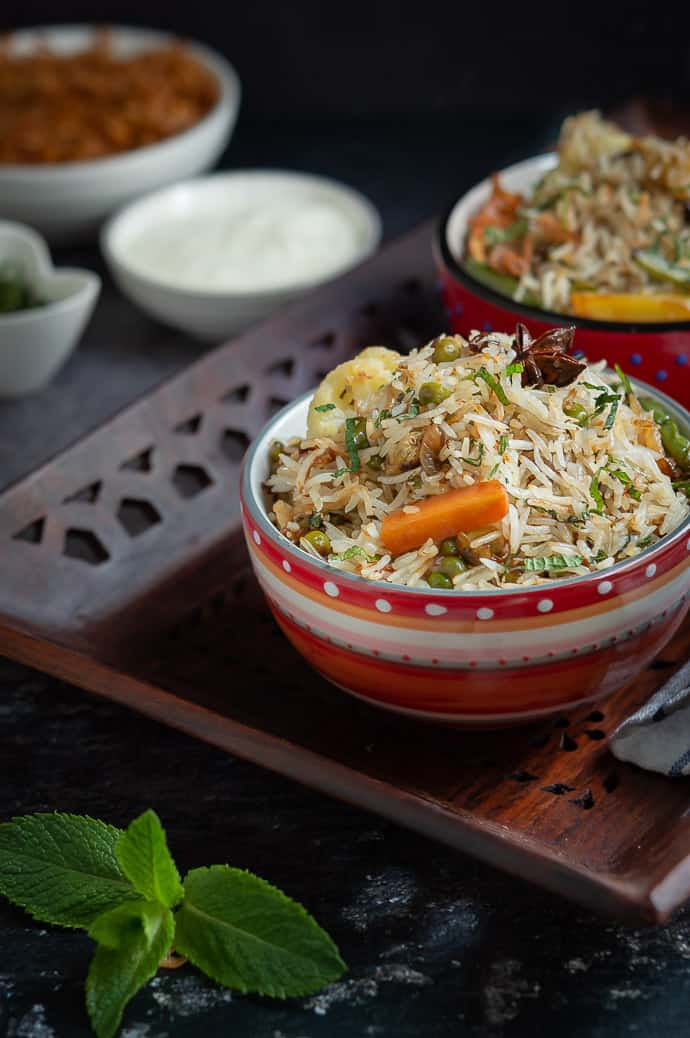 Veg pulao displayed on a wooden tray