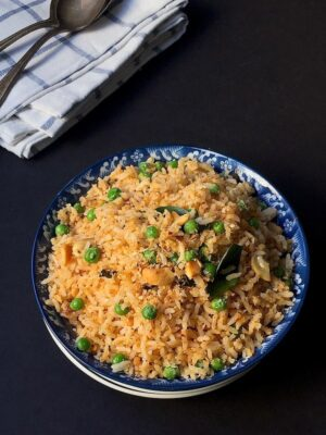 sesame seed rice displayed in a blue bowl.