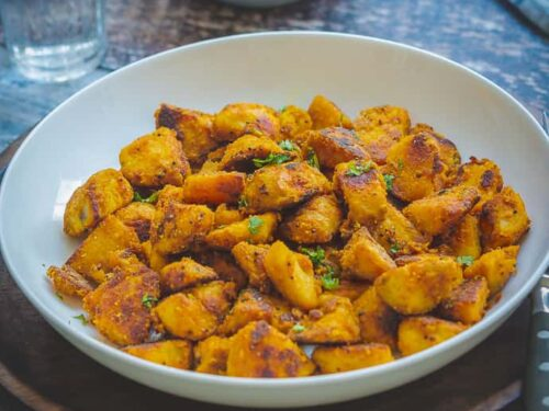 Seppankizhangu roast - Arbi or colocasia boiled and fried until it is browned and seared on all sides. A spicy roasted cheppankizhangu commonly made in the South Indian Tamil homes.